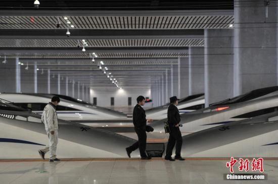 """第一代""""动车人""""和中国高铁这十年"""
