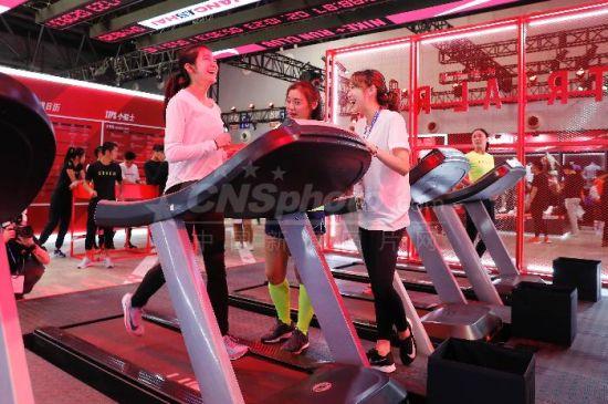"""上海民众参与运动健身大""""派对"""""""