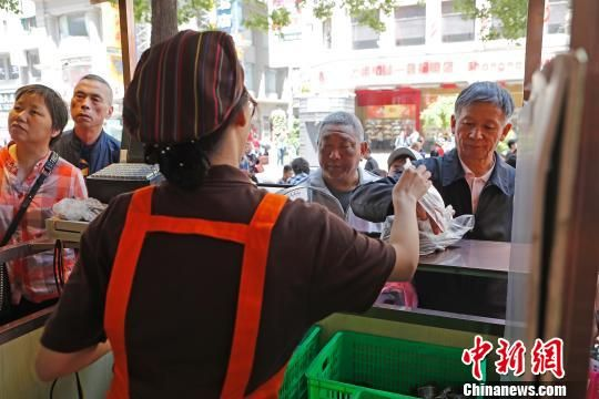 端午节未到 上海粽子市场提前一个半月启动