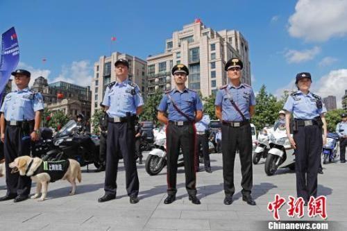 """意大利警员""""亮相""""外滩 中意警方在华警务联合巡逻上海站启动"""