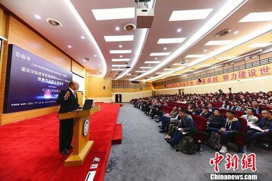 """诺贝尔经济学奖获得者莫顿教授受聘上海大学""""兼职教授"""""""