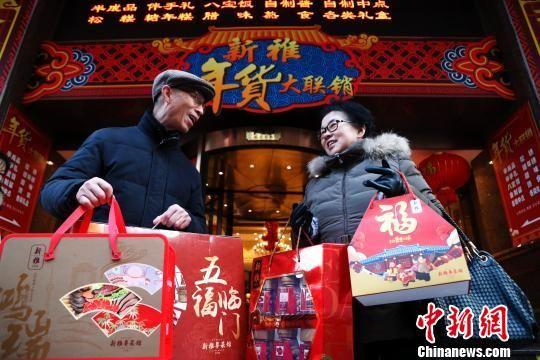 """上海""""老字号""""年货深受市民青睐"""