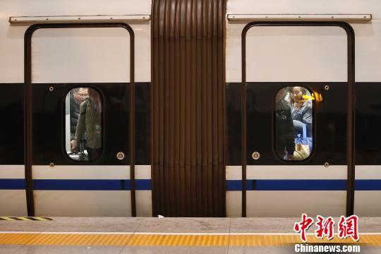 周末长三角铁路春游运输启动 上海站加大列车开行频次