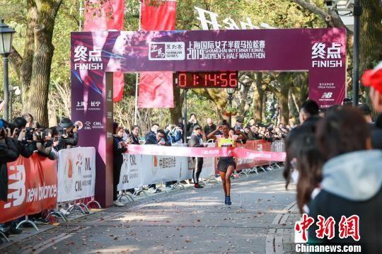 首届上海国际女子半程马拉松赛开跑 埃塞俄比亚选手夺冠