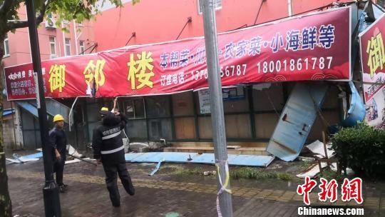 """上海城管部门迎战台风""""利奇马"""" 减少台风对民众影响"""