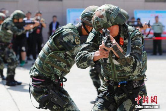 上海武警举行特大型城市运营处置突发事件演练