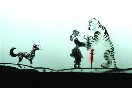 """上海木偶剧团团长何筱琼说:""""海派文化讲究海纳百川,中西合璧,我们一直"""