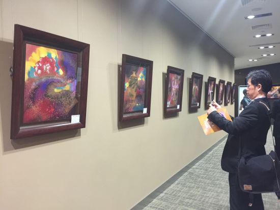 来自台湾的画家林伯禧自幼喜欢绘画,对色彩及美学有着独特地表现方